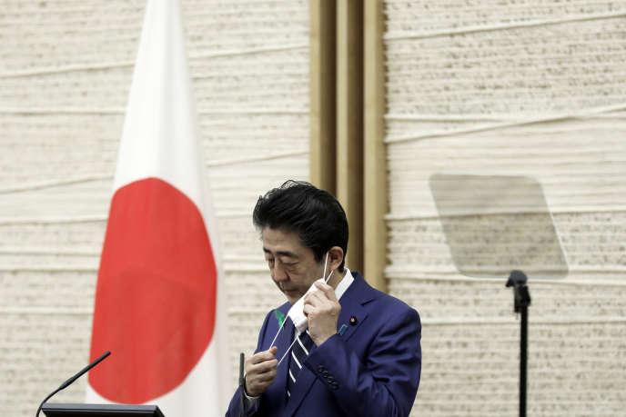 Le premier ministre japonais Shinzo Abe lors d'une conférence de presse à Tokyo, le 17 avril.