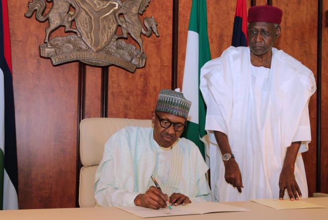 Abba Kyari (à droite) était le plus haut conseiller du président nigérian Muhammadu Buhari.