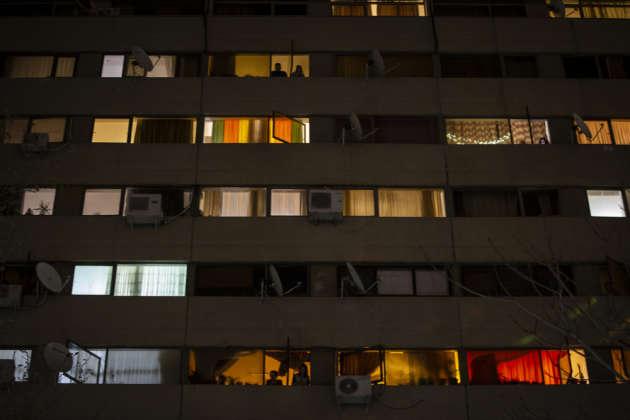 Téhéran, le 17 mars. La cité d'Ekbatan, à l'ouest de la ville, un soir de confinement.