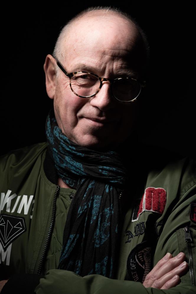 Stéphane Bourgoin, lors d'une séance d'autographes à la librairie La Tache noire, à Strasbourg, en novembre 2019.