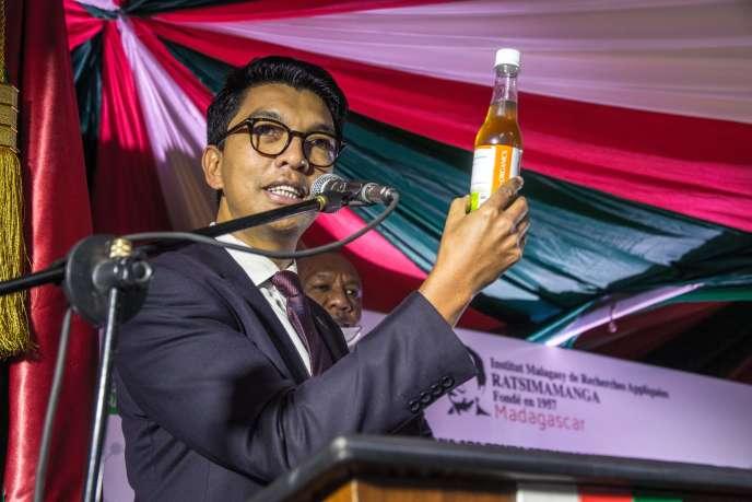 Coronavirus : un « remède » à l'artémisia controversé à Madagascar  Le président Andry Rajoelina promeut un traitement à base de feuilles séchées de la plante, qui a par ailleurs fait ses preuves dans le traitement de maladies tropicales.