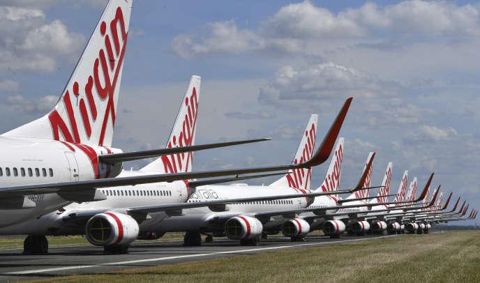 Depuis la suspension de ses vols internationaux, de nombreux avions de la compagnie Virgin Australia sont cloués au sol, notamment à l'aéroport de Brisbane, le 7avril2020.