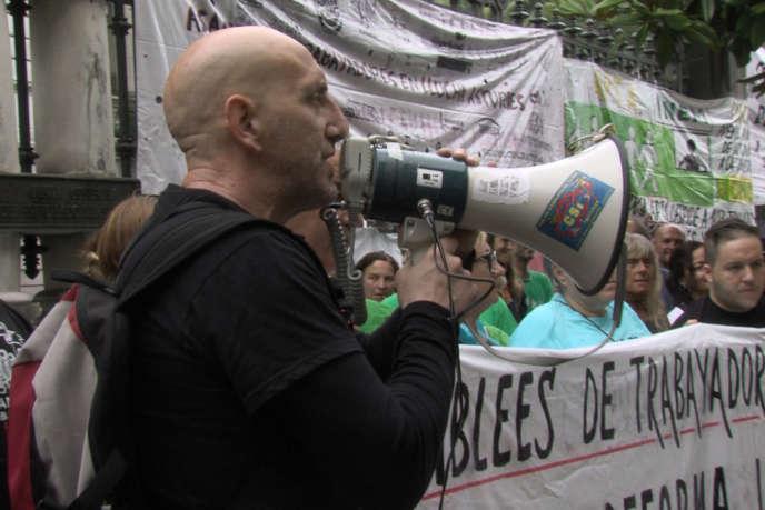 Image extraite du documentaire de Penda Houzangbe et Jean-Gabriel Tregoat, «En política».