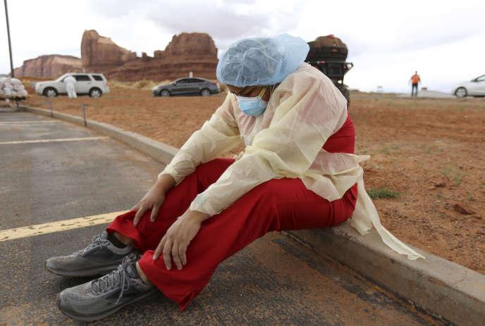 Des automobilistes font la queue pour un dépistage du Covid-19, à Monument Valley (Utah), en territoire navajo, le 17avril.