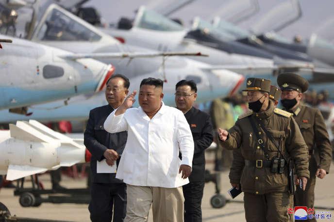 Le dirigeant nord-coréen Kim Jong-un, sur une photo distribuée le 12 avril par l'agence de propagande KCNA.