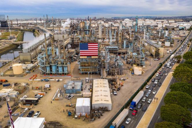 Vue aérienne de la raffinerie Marathon à Carson en Californie, le 9 mars.