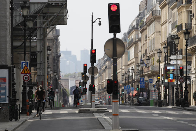 A Paris, le 21 avril 2020. Pendant le confinement, les citadins ont souffert de la diminiution des interactions sociales.