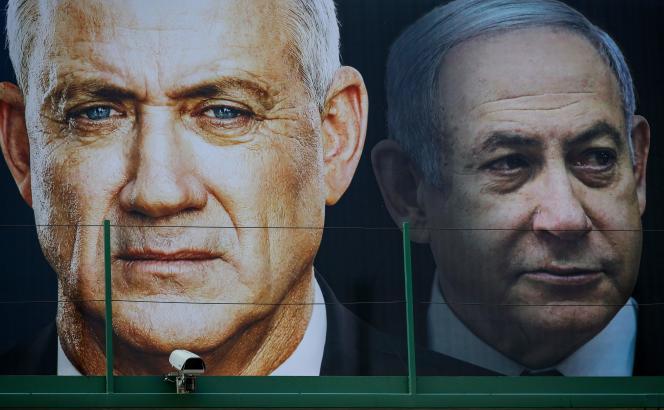 Les photos de Benny Gantz (à gauche) et Benyamin Nétanyahou, sur des affiches électorales, à Ramat Gan (Israël), le 17 février 2020.