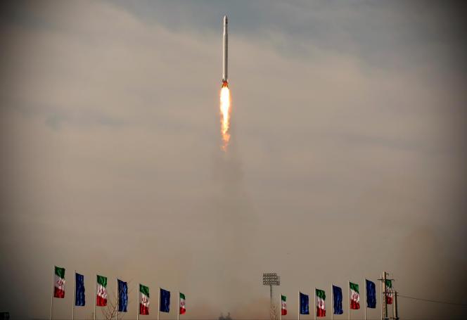 Lancement du premier satellite militaire iranien, à Semnan (Iran), le 22 avril 2020.