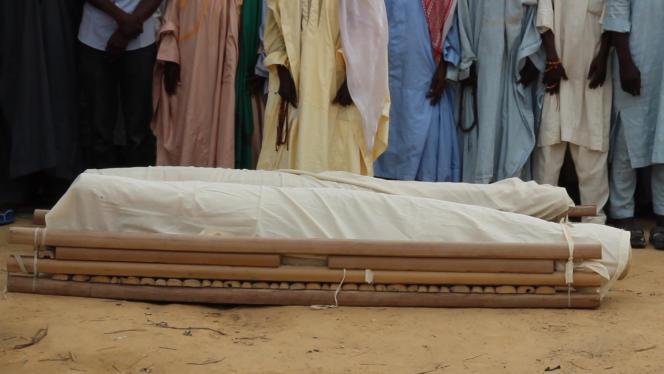 Un enterrement après une attaque des djihadistes de Boko Haram, le 14 décembre 2019 dans un village du nord-est du Nigeria.