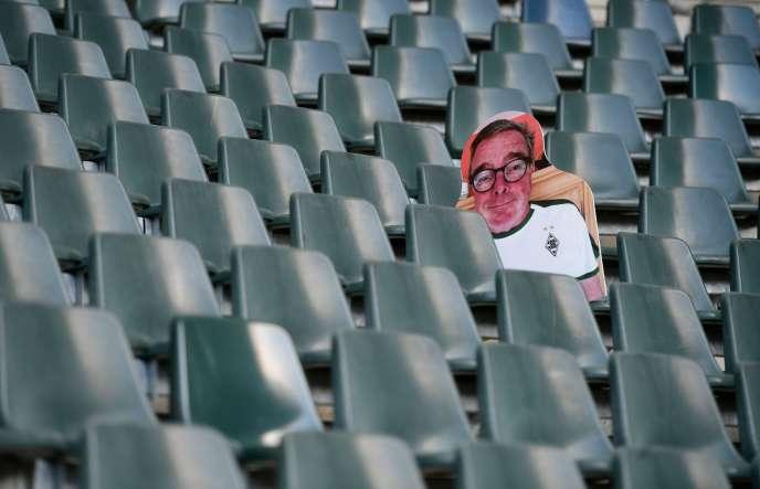 Les grands rassemblements populaires restant interdits en Allemagne au moins jusqu'au 31 août, la reprise du championnat de football ne pourra se faire qu'à huis clos.