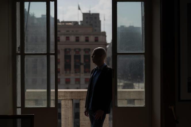 Le maire de Sao Paulo, Bruno Covas, le 22 avril dans son bureau.