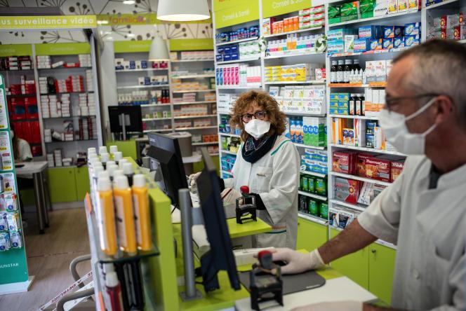 Comme toutes les officines depuis le 27 avril, la pharmacie Jeanne-d'Arc, à Toulouse, peut vendre des masques«grand public».