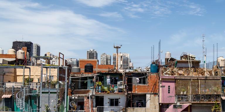 Vue de la Villa 31, bidonville dans le centre de la ville, à côté de Retiro.Buenos Aires, Argentina - 12 novembre 2019.