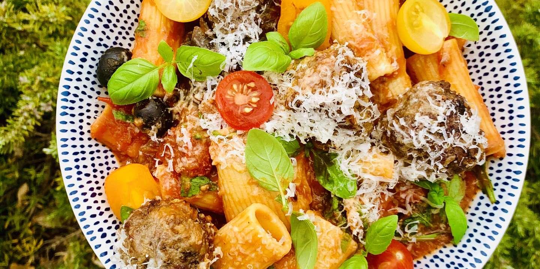 Les pâtes sauce tomate et boulettes de viande de Nastasia Lyard