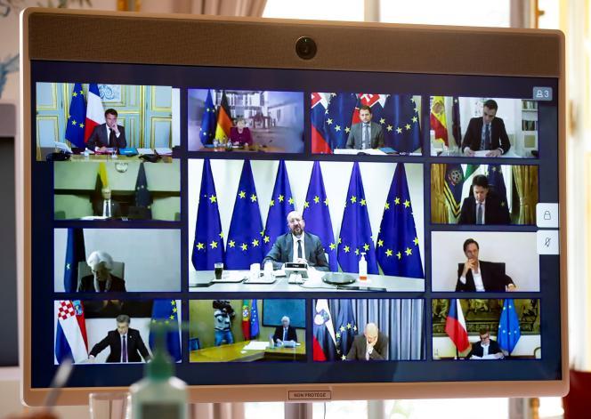 Emmanuel Macron (en haut à gauche) et les membres du Conseil européen s'entretenant par vidéoconférence, à L'Elysée, à Paris, le 23 avril 2020.