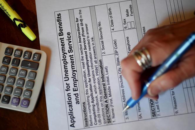 Formulaire d'inscription aux allocations chômage, à Arlington (Virginie, Etats-Unis), le 16 avril 2020.