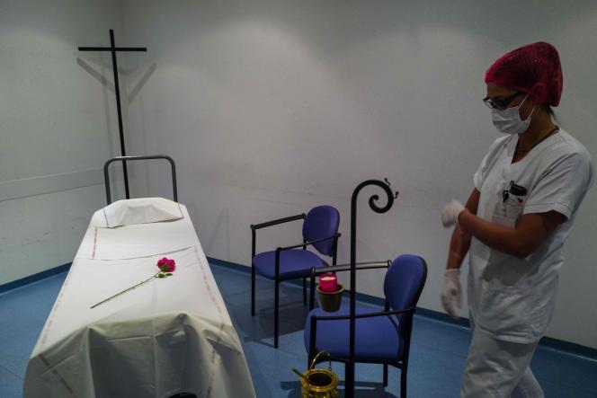 A la morgue de l'hôpital Emile-Muller,à Mulhouse (Haut-Rhin), le 22 avril.