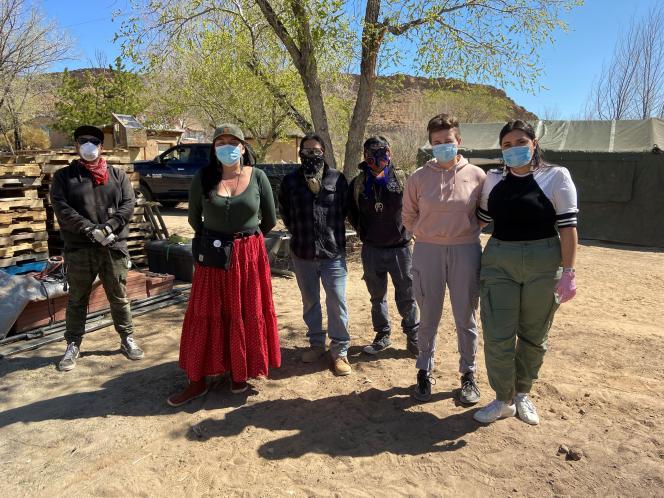 Dans une ferme utilisée comme base de quarantaine pour des familles navajo atteintes du Covid-19 à Hogback, Shiprock (Nouveau-Mexique) le 7 avril.