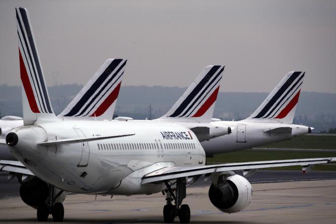 Des avions Air France sur le tarmac de l'aéroportRoissy - Charles-de-Gaulle, en mai 2019.