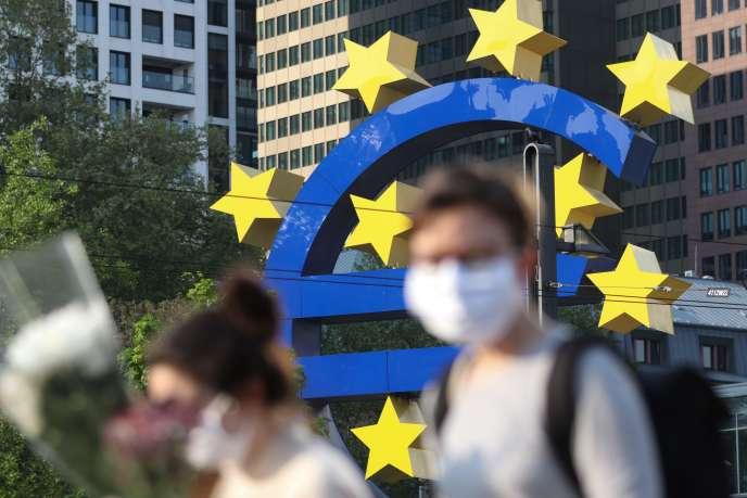 Devant la tour du superviseur bancaire de la BCE, àFrancfort,le 24 avril.