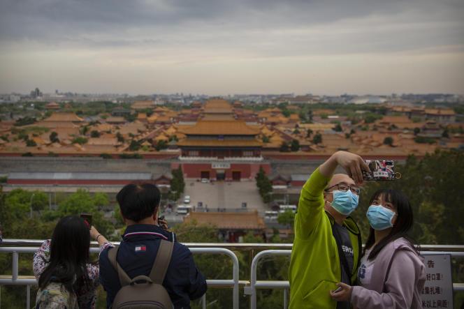 Devant la Cité interdite, à Pékin, le 25 avril.