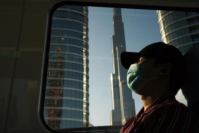 Le Burj Khalifa, le plus haut bâtiment du monde, à Dubaï, Émirats arabes unis, le dimanche 26 avril 2020.