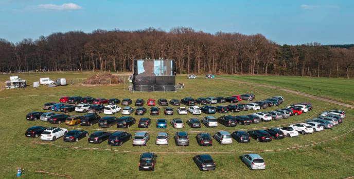 Un drive-in «sauvage» récemment installé dans un terrain vague, à Marl, en Allemagne.
