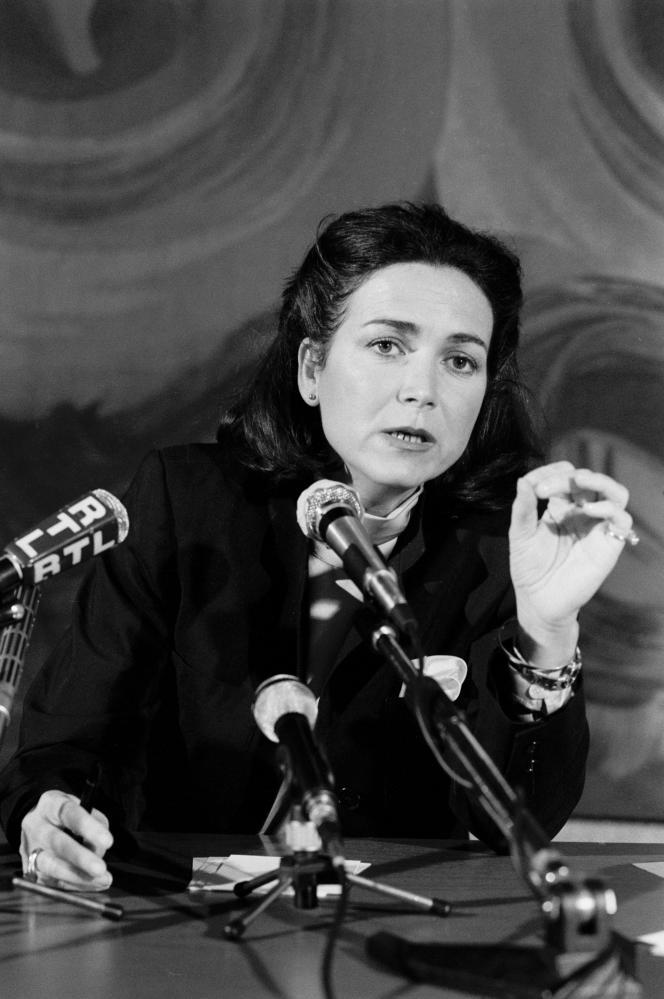 Michèle Barzach annonce la création d'une fondation sur le SIDA, à Paris, le 27 novembre 1986.