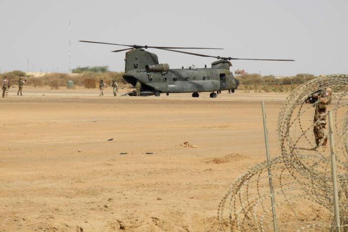 Un hélicoptère lourd Chinook de l'armée britannique à Ménaka, au Mali, en mars 2019.