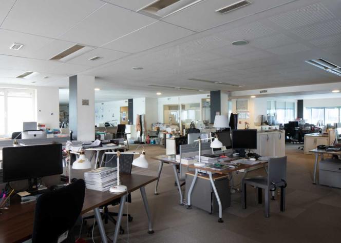 Les locaux déserts de la rédaction de «M Le magazine du Monde», le 20mars 2020, à Paris.