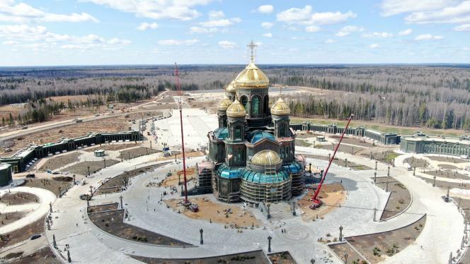 La cathédrale orthodoxe des forces armées, près de Moscou, en cours de construction.