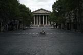 La place de la Madeleine, à Paris, désertée lors du premier confinement, le 28 avril.