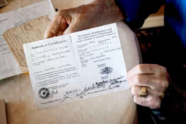 Benjamin Orenstein a conservé le tout premier document d'identité provisoire qui lui a été délivré par l'armée américaine, le 14 juin 1945, après la libération des camps. La date de naissance indiquée est erronée : il est né le 4 août 1926.