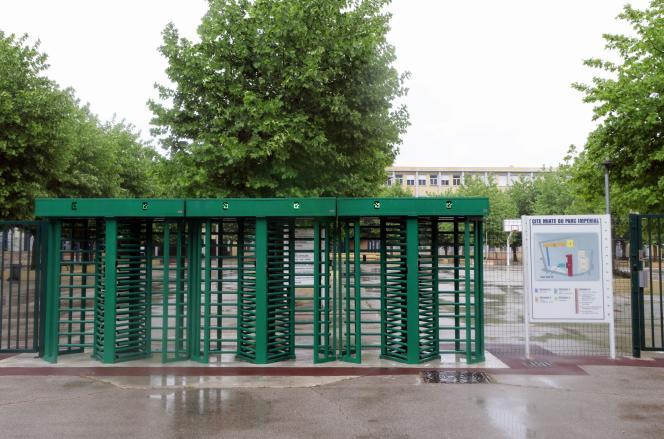 Devant le lycée du Parc-Imperial, à Nice, le 28avril 2020.