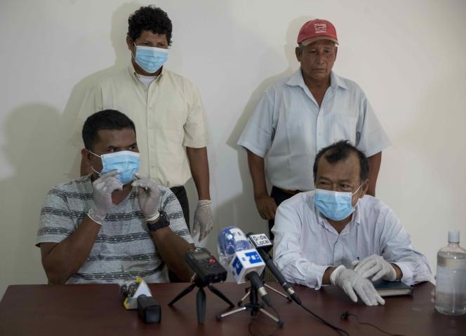 Des représentants d'une communauté indigène lors d'une conférence de presse dénonçant les assassinats, le 14 avril àManagua.