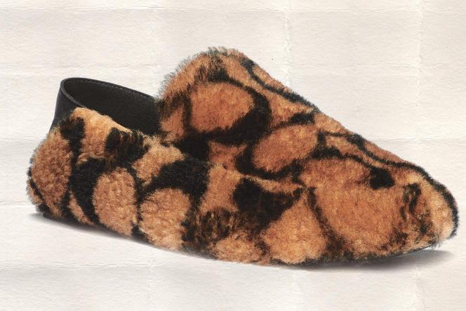 Chaussures Holly en mouton retourné et cuir, Coach, 250 €.