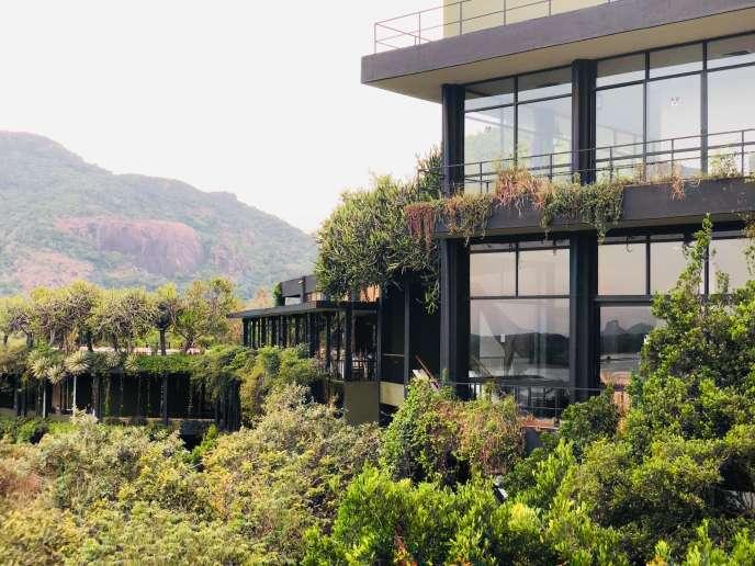 L'hôtel Kandalama, réalisé au Sri Lanka par Geoffrey Bawa, se fond dans le paysage et la nature.