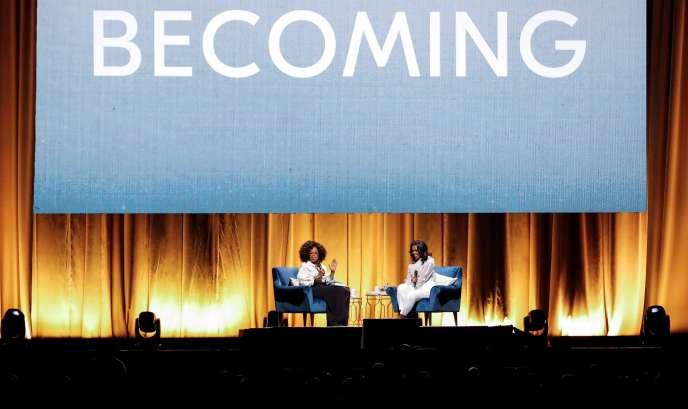 Michelle Obama lors de la tournée de promotion de son livre «Devenir», à Chicago (avec Oprah Winfrey), le 13 novembre 2018.