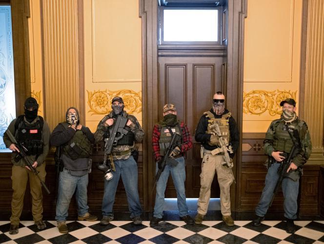 Des dizaines de manifestants, dont certains armés, ont pénétré jeudi dans le Capitole de l'Etat américain du Michigan.