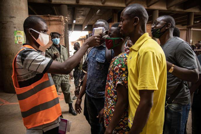 A l'entrée du grand marché de Ouagadougou, la capitale du Burkina Faso, le20avril2020.
