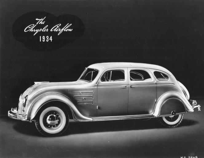 La Chrysler Airflow – ici, un modèle de 1934 – et ses formes courbes et fluides.