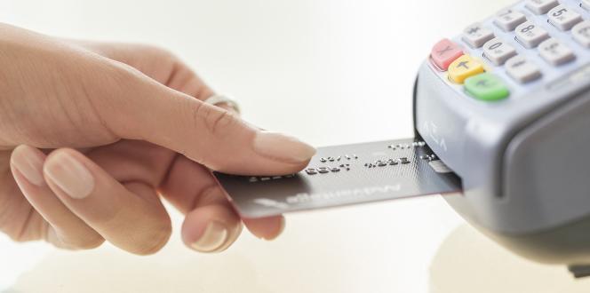 Certaines banques en ligne ont revu les conditions de gratuité de leurs cartes pendant le confinement.