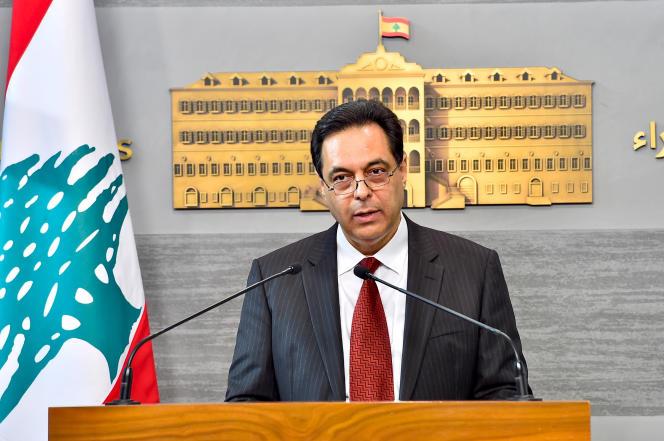 Le premier ministre du Liban, Hassan Diab, s'exprime après une réunion gouvernementale au palais présidentiel de Baabda, à l'est de Beyrouth, la capitale, le 30 avril.