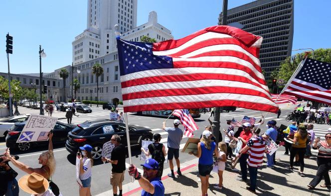 Manifestation à Los Angeles, le 1er mai, pour exiger la levée du confinement en vigueur depuis six semaines en Californie.