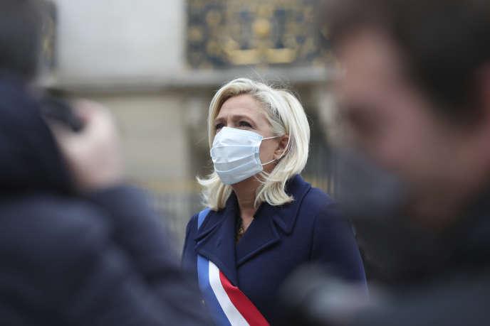 La présidente du Rassemblement national, Marine Le Pen, lors de l'hommage annuel de son parti à Jeanne d'Arc, à Paris, le 1er mai.