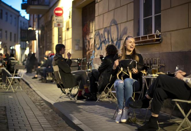 Dans les rues de Vilnius, le vendredi 1er mai.