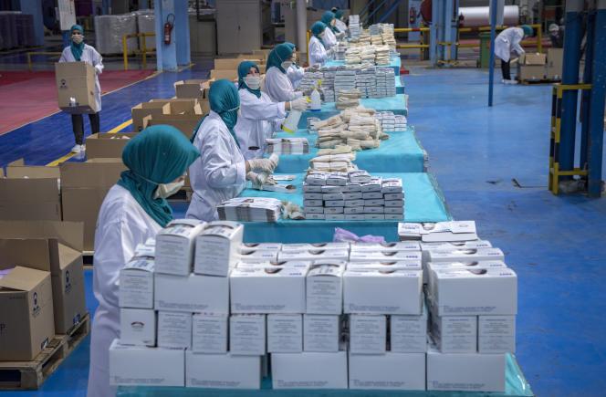 Usine de fabrication de masques de protection contre le coronavirus à Casablanca, le 10 avril 2020.