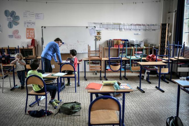 Des enfants du personnel soignant au sein de l'ensemble scolaire Eugène-Napoléon-Saint-Pierre-Fourier, à Paris,le 30avril 2020.
