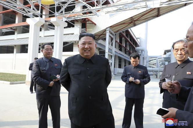 Kim Jong-un, lors de l'inauguration d'une usine d'engrais à Sunchon, au nord de Pyongyang (Corée du Nord), le 1er mai 2020.